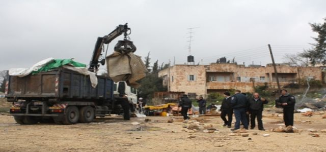 IOF soldiers deliver demolition notices to owners of nine homes