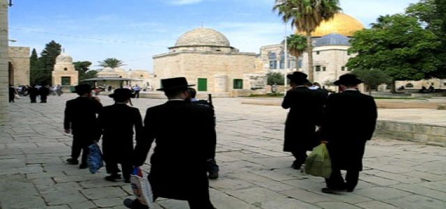 Jewish rabbis flock into Aqsa, Abu Zuhri denounces step